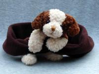 Fleeceschal mit braun-weißem Hund
