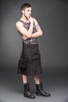 Kurzer Männerock mit Reißverschlüssen vorn und Taschen